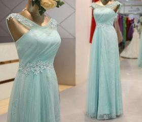 Charming Prom Dress LACE Tulle EVENING Dress Appliques PARTY Dress V-Neck Prom Dress A-Line Prom Dress